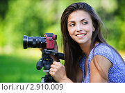 Купить «Девушка на природе с фотоаппаратом», фото № 2910009, снято 28 июля 2011 г. (c) BestPhotoStudio / Фотобанк Лори