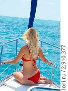 Купить «Привлекательная сексуальная женщина сидит на яхте», фото № 2910377, снято 16 июня 2011 г. (c) katalinks / Фотобанк Лори