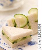 Купить «Тосты с огурцом», фото № 2928809, снято 16 января 2007 г. (c) Monkey Business Images / Фотобанк Лори