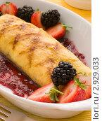 Купить «Омлет с джемом и ягодами», фото № 2929033, снято 18 января 2007 г. (c) Monkey Business Images / Фотобанк Лори