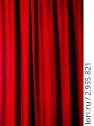 Купить «Красная портьера с вертикальными складками», фото № 2935821, снято 3 октября 2011 г. (c) Elnur / Фотобанк Лори