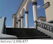 Улан-Удэ, колонны  театра оперы и балета. Стоковое фото, фотограф Андрей Ерёмин / Фотобанк Лори