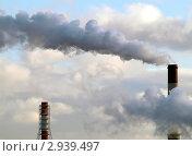 Купить «Дым из трубы», фото № 2939497, снято 2 июля 2020 г. (c) Алексей Кокоулин / Фотобанк Лори