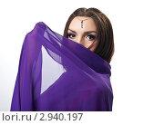 Купить «Молодая женщина прикрывает лицо прозрачной тканью», фото № 2940197, снято 18 июня 2019 г. (c) Гурьянов Андрей / Фотобанк Лори