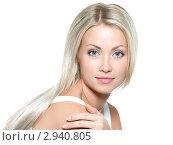 Купить «Красивая девушка с длинными светлыми волосами и голубыми глазами», фото № 2940805, снято 22 сентября 2010 г. (c) Валуа Виталий / Фотобанк Лори