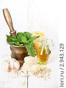 Купить «Ингредиенты для приготовления спагетти с соусом песто», фото № 2943129, снято 20 октября 2011 г. (c) Лисовская Наталья / Фотобанк Лори