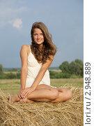 Купить «Девушка на стоге сена», фото № 2948889, снято 11 июля 2010 г. (c) Яков Филимонов / Фотобанк Лори