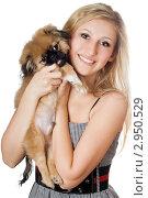 Купить «Красивая девушка с щенком пекинеса», фото № 2950529, снято 22 октября 2019 г. (c) Сергей Сухоруков / Фотобанк Лори