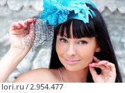 Красивая брюнетка в шляпке с искусственным цветком и вуалью. Стоковое фото, фотограф Елена Сикорская / Фотобанк Лори