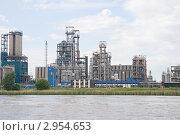 Купить «Нефтеперерабатывающий завод», фото № 2954653, снято 13 июля 2010 г. (c) Надежда Болотина / Фотобанк Лори
