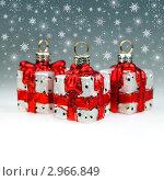 Купить «Новогодние украшения - подарки и снежинки», фото № 2966849, снято 17 ноября 2011 г. (c) ElenArt / Фотобанк Лори