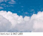 Облака на фоне синего неба. Стоковое фото, фотограф Dmitry Rumyntsev / Фотобанк Лори