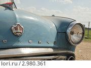 Купить «Автомобиль Москвич-407 на выставке Автоэкзотика, Москва, Тушино. Фрагмент передней части», фото № 2980361, снято 19 июля 2009 г. (c) Малышев Андрей / Фотобанк Лори