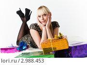 Купить «Красивая блондинка с подарками», фото № 2988453, снято 13 ноября 2011 г. (c) Александр Фисенко / Фотобанк Лори