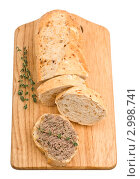 Купить «Кусок домашнего хлеба с паштетом и пряностями на разделочной доске», фото № 2998741, снято 18 ноября 2011 г. (c) Анастасия Мелешкина / Фотобанк Лори