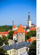Купить «Вид с высоты на Старый город Таллина в ясный солнечный летний день», фото № 3006525, снято 31 июля 2011 г. (c) Вероника Галкина / Фотобанк Лори