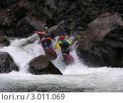 Купить «Сплав по горной реке», фото № 3011069, снято 9 сентября 2004 г. (c) Александр Литовченко / Фотобанк Лори