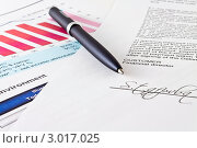 Ручка и подпись на документе. Стоковое фото, фотограф Фотиев Михаил / Фотобанк Лори