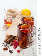Купить «Черный чай с малиной и специями», фото № 3018717, снято 23 ноября 2011 г. (c) Лисовская Наталья / Фотобанк Лори