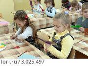 Купить «На уроке изобразительного искусства (ИЗО) в школе», эксклюзивное фото № 3025497, снято 11 марта 2000 г. (c) Володина Ольга / Фотобанк Лори