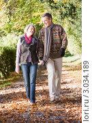 Купить «Счастливая пара в возрасте гуляет в осеннем парке», фото № 3034189, снято 23 марта 2019 г. (c) Monkey Business Images / Фотобанк Лори
