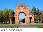 Купить «Краснодар, Триумфальная арка на улице Красной», фото № 3043925, снято 28 октября 2011 г. (c) Анна Мартынова / Фотобанк Лори
