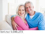 Купить «Портрет счастливой улыбающейся пожилой пары, мужчина и женщина обнимаются», фото № 3046273, снято 16 января 2007 г. (c) Monkey Business Images / Фотобанк Лори