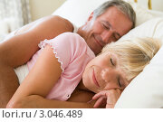 Купить «Счастливая семейная пожилая пара спит в постели», фото № 3046489, снято 31 января 2006 г. (c) Monkey Business Images / Фотобанк Лори
