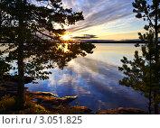Купить «Обыкновенный карельский закат», фото № 3051825, снято 5 августа 2011 г. (c) Сергей Трофименко / Фотобанк Лори