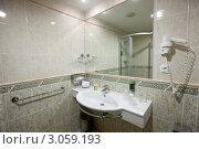 Купить «Ванная комната с душевой кабиной», фото № 3059193, снято 19 ноября 2011 г. (c) Яков Филимонов / Фотобанк Лори