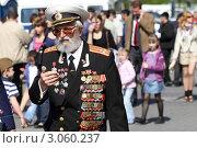 Купить «Москва, народные гулянья 9 мая 2011 года», эксклюзивное фото № 3060237, снято 9 мая 2011 г. (c) Дмитрий Неумоин / Фотобанк Лори