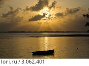 Рыбацкая лодка на закате. Стоковое фото, фотограф Юрий Петров / Фотобанк Лори