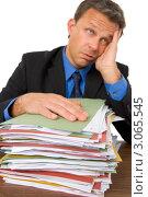 Купить «Портрет уставшего мужчины со стопкой документов», фото № 3065545, снято 22 мая 2019 г. (c) Monkey Business Images / Фотобанк Лори