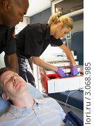 Купить «Медработники с пациентом в машине скорой помощи», фото № 3068985, снято 6 декабря 2005 г. (c) Monkey Business Images / Фотобанк Лори
