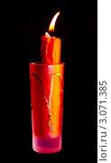 Горящая красная свеча на черном фоне. Стоковое фото, фотограф Алексей Романов / Фотобанк Лори