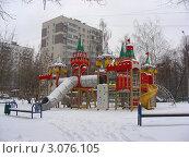 Купить «Москва. Район Измайлово. Детская площадка на Измаловском проспекте», эксклюзивное фото № 3076105, снято 21 декабря 2011 г. (c) lana1501 / Фотобанк Лори