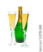 Купить «Бутылка шампанского и два наполненных бокала», фото № 3079249, снято 24 декабря 2011 г. (c) Ласточкин Евгений / Фотобанк Лори