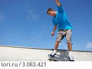 Купить «Мальчик катается на скейтборде», фото № 3083421, снято 18 августа 2009 г. (c) Monkey Business Images / Фотобанк Лори