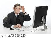 Купить «Пожилой мужчина за компьютером», фото № 3089325, снято 16 декабря 2011 г. (c) Михаил Иванов / Фотобанк Лори