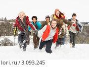 Купить «Группа подростков развлекается в снегу на природе», фото № 3093245, снято 31 мая 2000 г. (c) Monkey Business Images / Фотобанк Лори