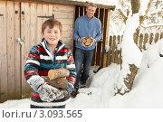 Купить «Папа с сыном носят дрова из сарая», фото № 3093565, снято 4 июня 2000 г. (c) Monkey Business Images / Фотобанк Лори