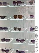 Купить «Солнцезащитные очки на витрине магазина», фото № 3094113, снято 27 января 2000 г. (c) Володина Ольга / Фотобанк Лори