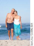 Купить «Портрет счастливой пожилой пары на берегу моря, на фоне голубого неба», фото № 3096501, снято 4 марта 2010 г. (c) Monkey Business Images / Фотобанк Лори