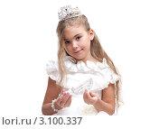 Купить «Красивая девочка с длинными волосами в наряде Золушки с хрустальной туфелькой в руке на белом фоне», фото № 3100337, снято 17 декабря 2011 г. (c) Алексей Кузнецов / Фотобанк Лори
