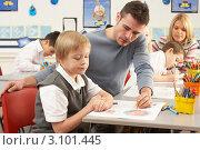 Купить «Учителя в классе занимаются с детьми рисованием», фото № 3101445, снято 6 февраля 2010 г. (c) Monkey Business Images / Фотобанк Лори