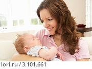 Купить «Портрет счастливой молодой мамы с маленьким ребенком на руках», фото № 3101661, снято 19 июля 2010 г. (c) Monkey Business Images / Фотобанк Лори
