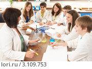 Купить «Учительница на занятии со школьниками в кабинете химии за столом с реактивами», фото № 3109753, снято 19 февраля 2010 г. (c) Monkey Business Images / Фотобанк Лори