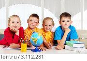 Купить «Четверо школьников у стола, на котором стоит глобус, книги и фломастеры», фото № 3112281, снято 18 сентября 2018 г. (c) Sergey Nivens / Фотобанк Лори