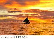 Купить «Яхта в море на закате», фото № 3112613, снято 23 ноября 2010 г. (c) Николай Охитин / Фотобанк Лори