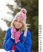 Купить «Портрет улыбающейся девушки в куртке и шапке зимой», фото № 3114605, снято 19 января 2011 г. (c) Monkey Business Images / Фотобанк Лори